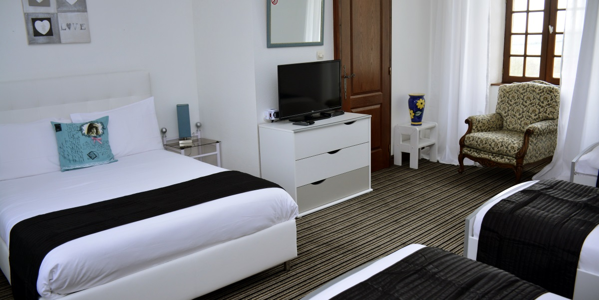 Our bed & breakfast rooms are recently refurbished and fitted with modern en-suite bathrooms.